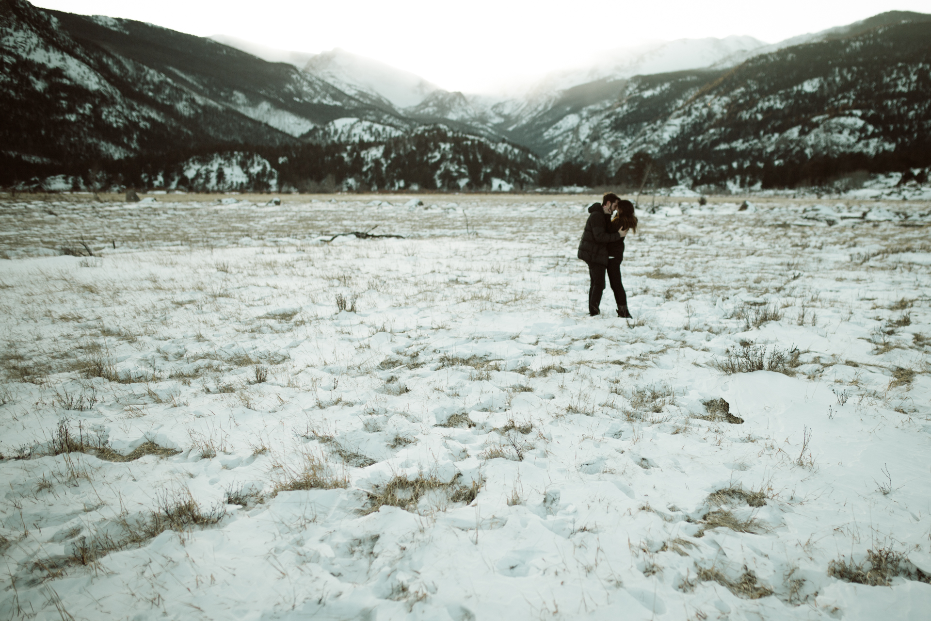 winter-rocky-mountain-national-park-engagements-re-5.jpg