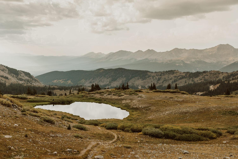 colorado-mountain-top-unposed-engagements-1.jpg