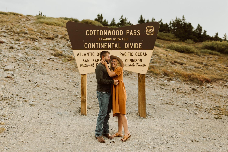 colorado-mountain-top-unposed-engagements-26.jpg