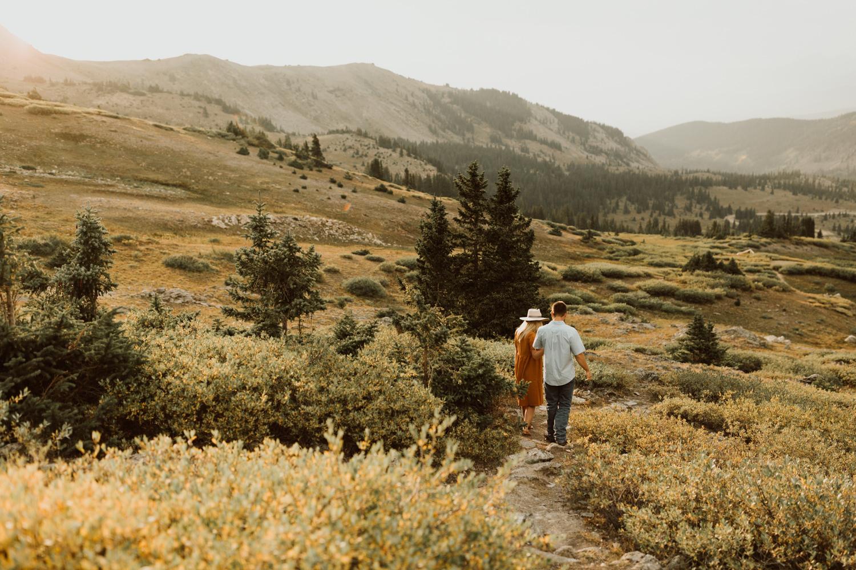 colorado-mountain-top-unposed-engagements-30.jpg