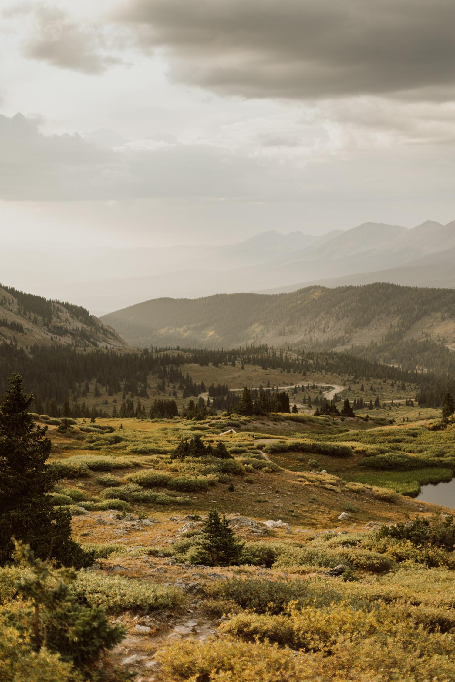 colorado-mountain-top-unposed-engagements-29.jpg