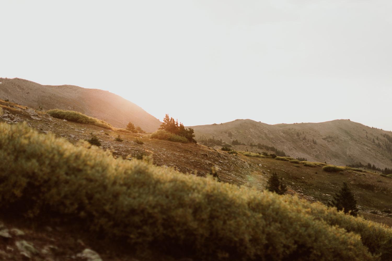 colorado-mountain-top-unposed-engagements-36.jpg