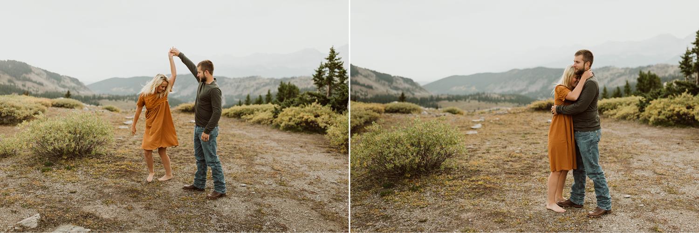 colorado-mountain-top-unposed-engagements-42.jpg