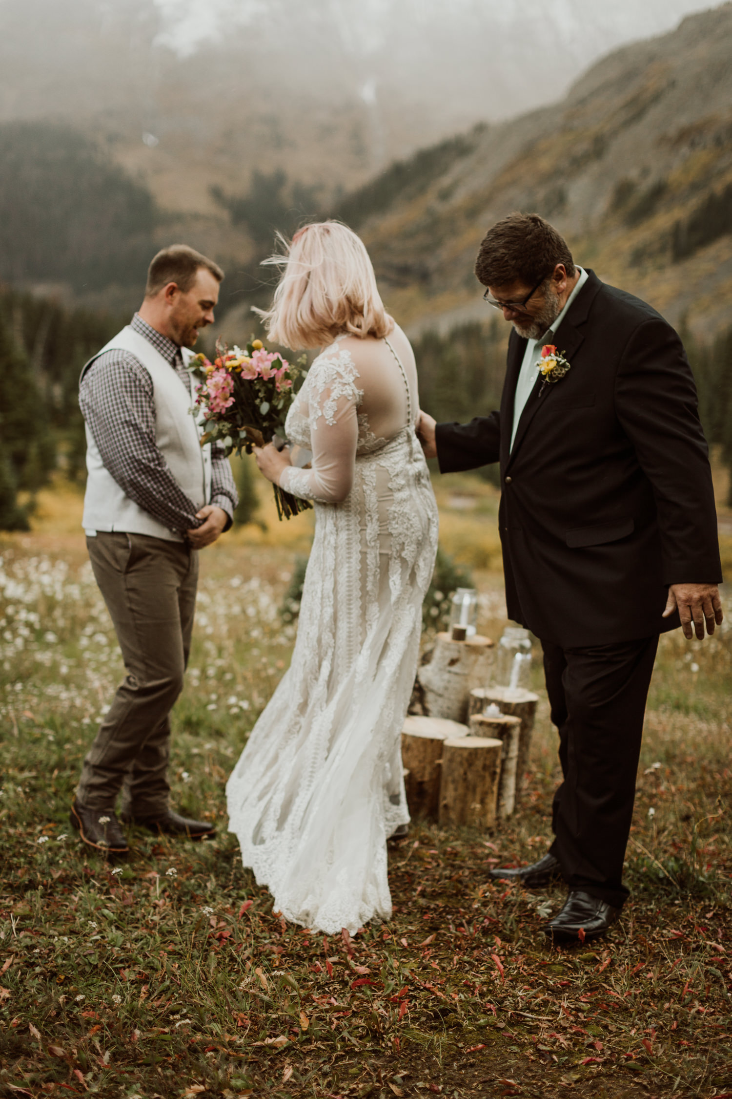 colorado-elopement-photographer-puente-cabin-35.jpg
