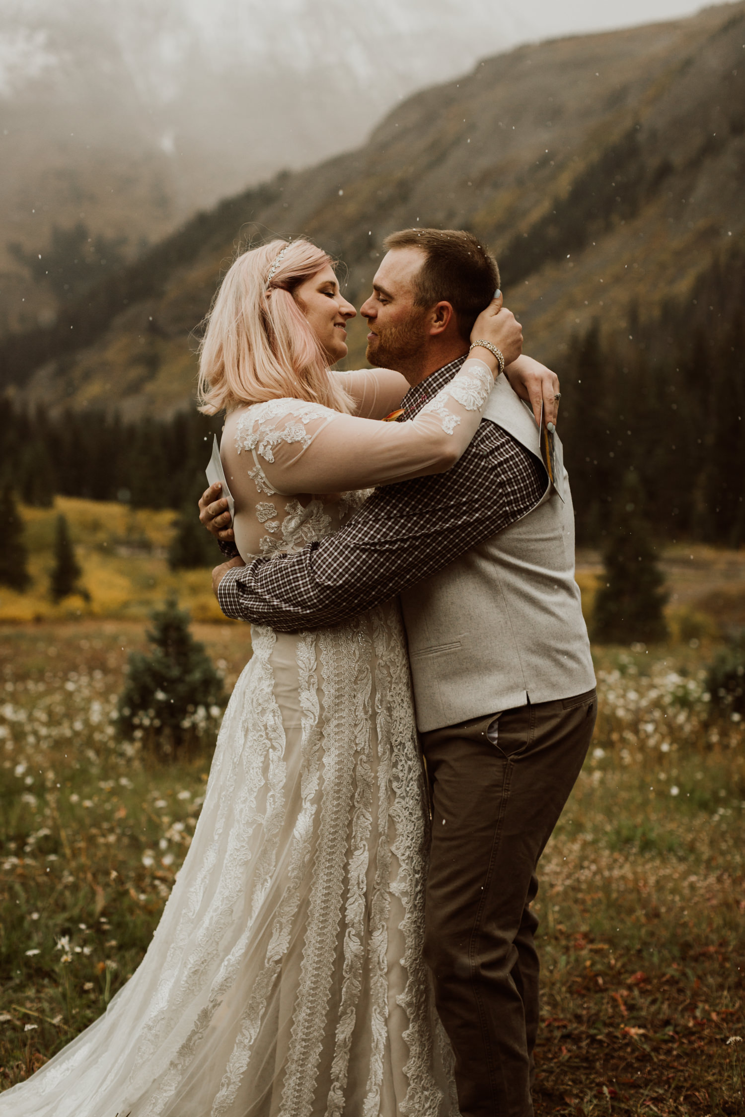 colorado-elopement-photographer-puente-cabin-43.jpg