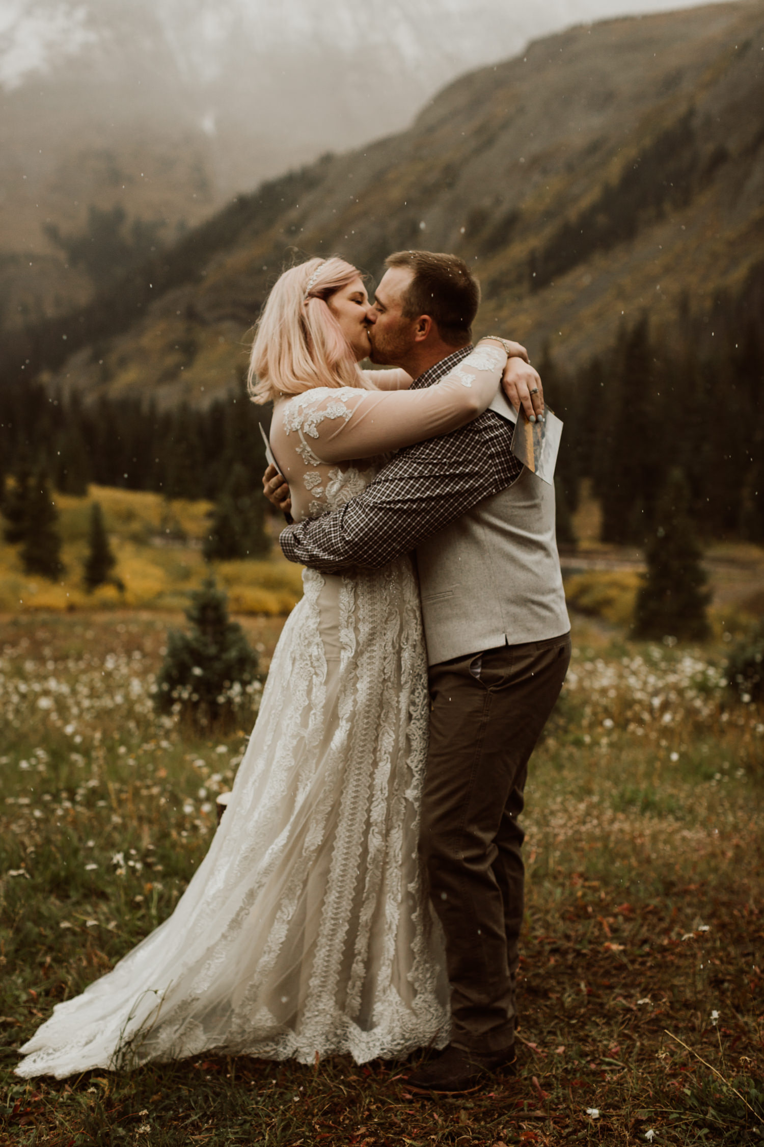 colorado-elopement-photographer-puente-cabin-44.jpg