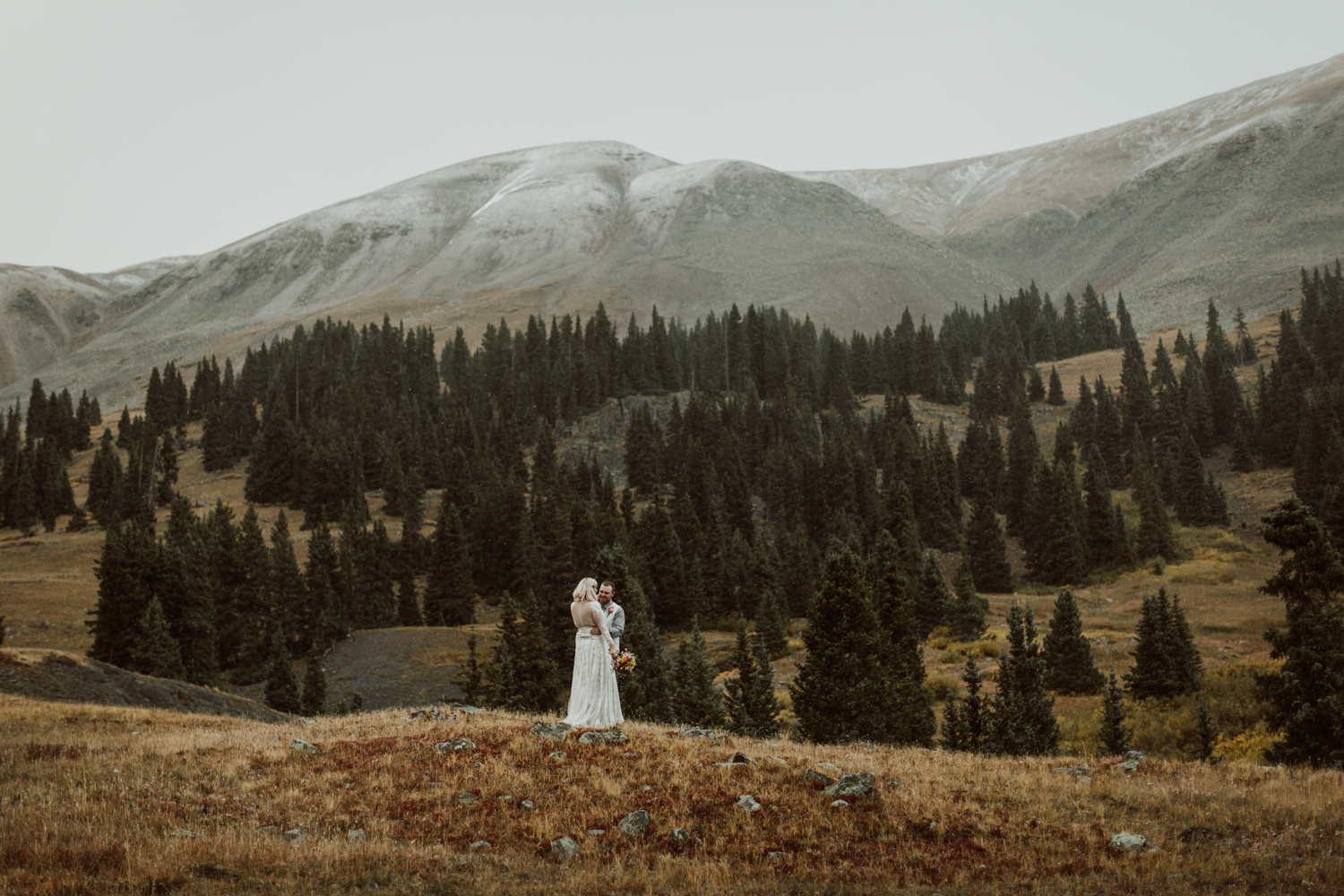 colorado-elopement-photographer-puente-cabin-69.jpg
