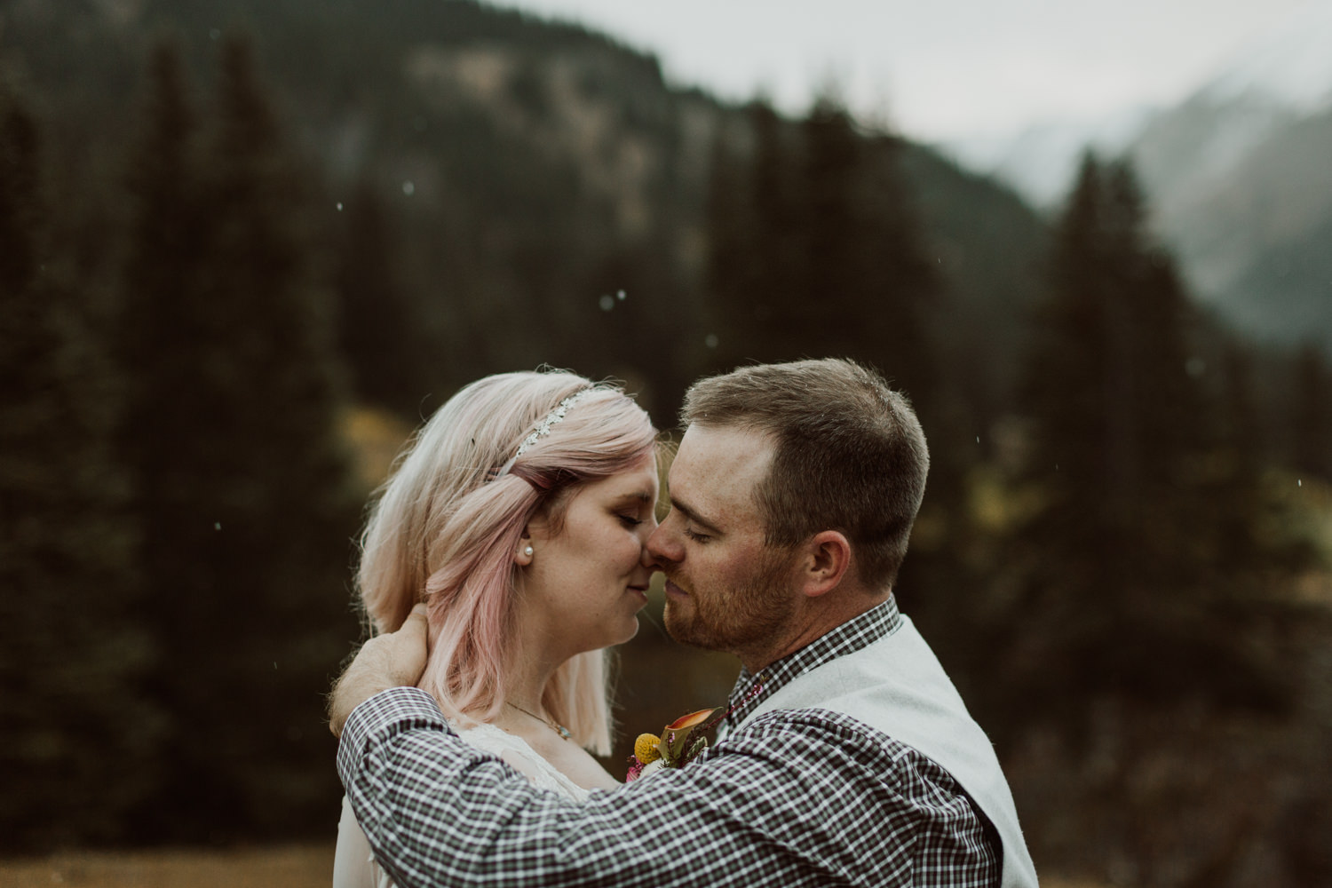 colorado-elopement-photographer-puente-cabin-72.jpg