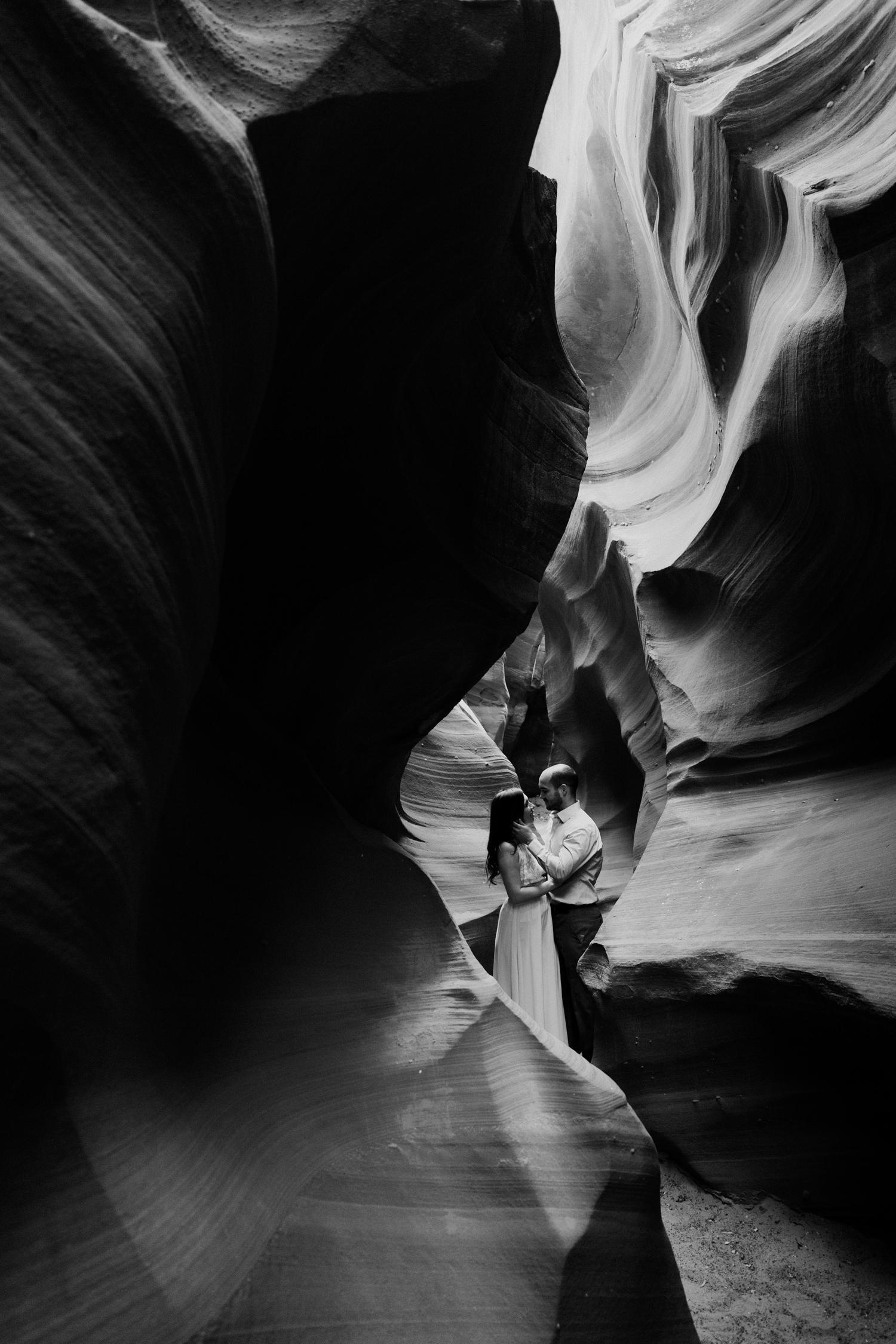 glen-canyon-arizona-adventure-engagements-30.jpg