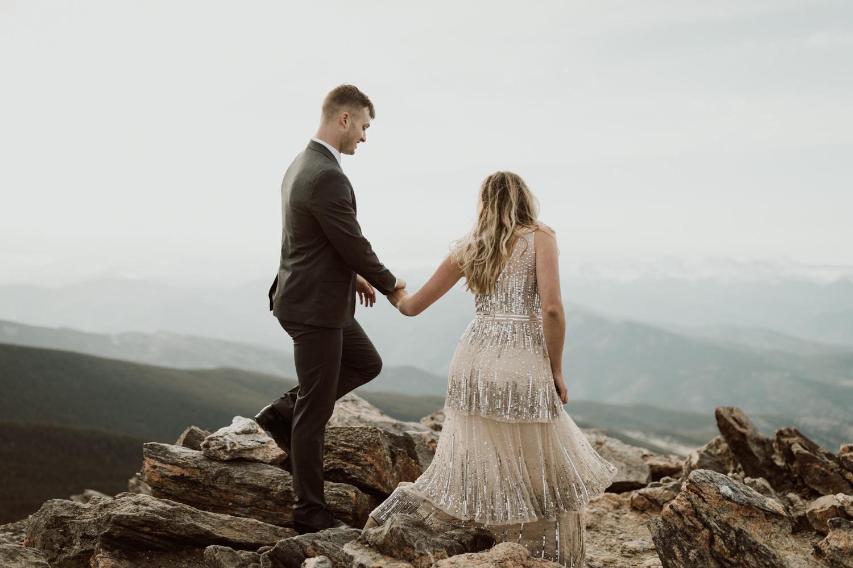 colorado-mountaintop-engagement-17.jpg