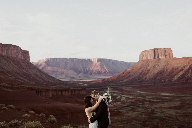 37_moab-utah-elopement-photographer-63.jpg