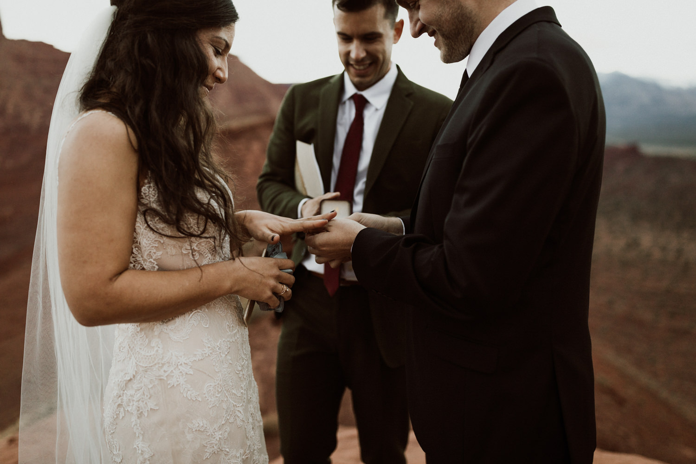 58_moab-utah-elopement-photographer-105.jpg