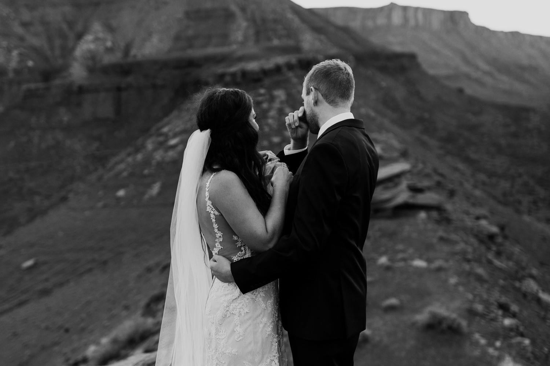 60_moab-utah-elopement-photographer-108.jpg