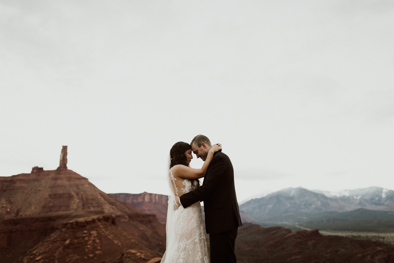 62_moab-utah-elopement-photographer-111.jpg