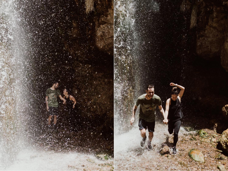 013_running_couple_waterfall_mendoza.jpg