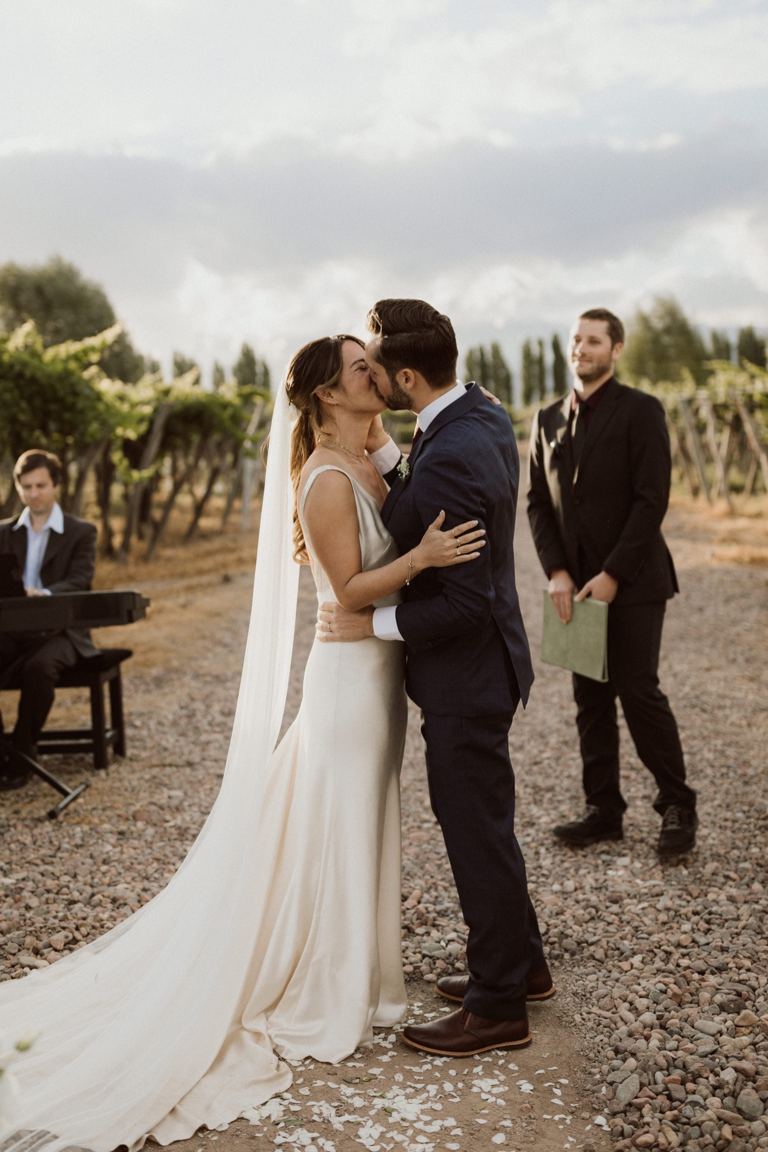062_kiss_mendoza_photographer_wedding_argentina_first.jpg