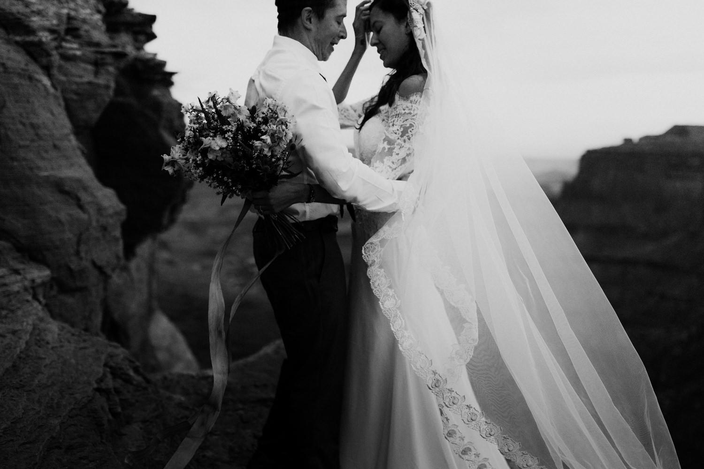 17_indie_bride_elopement.jpg