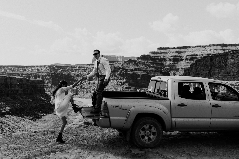 59_adventure-bridals_photos_tundra_jeeping_toyota.jpg