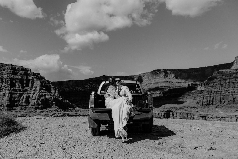 61_adventure-bridals_photos_tundra_jeeping_toyota.jpg