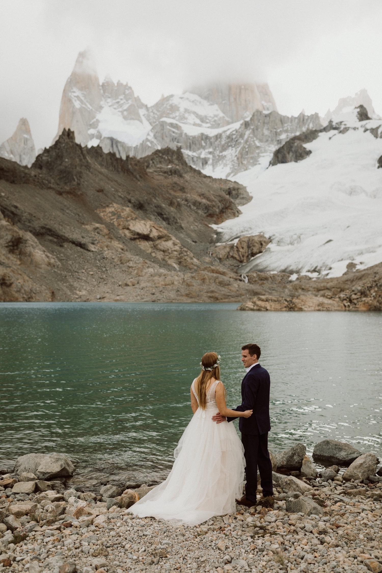 16_laguna-de-los-tres-patagonia-elopement-24.jpg