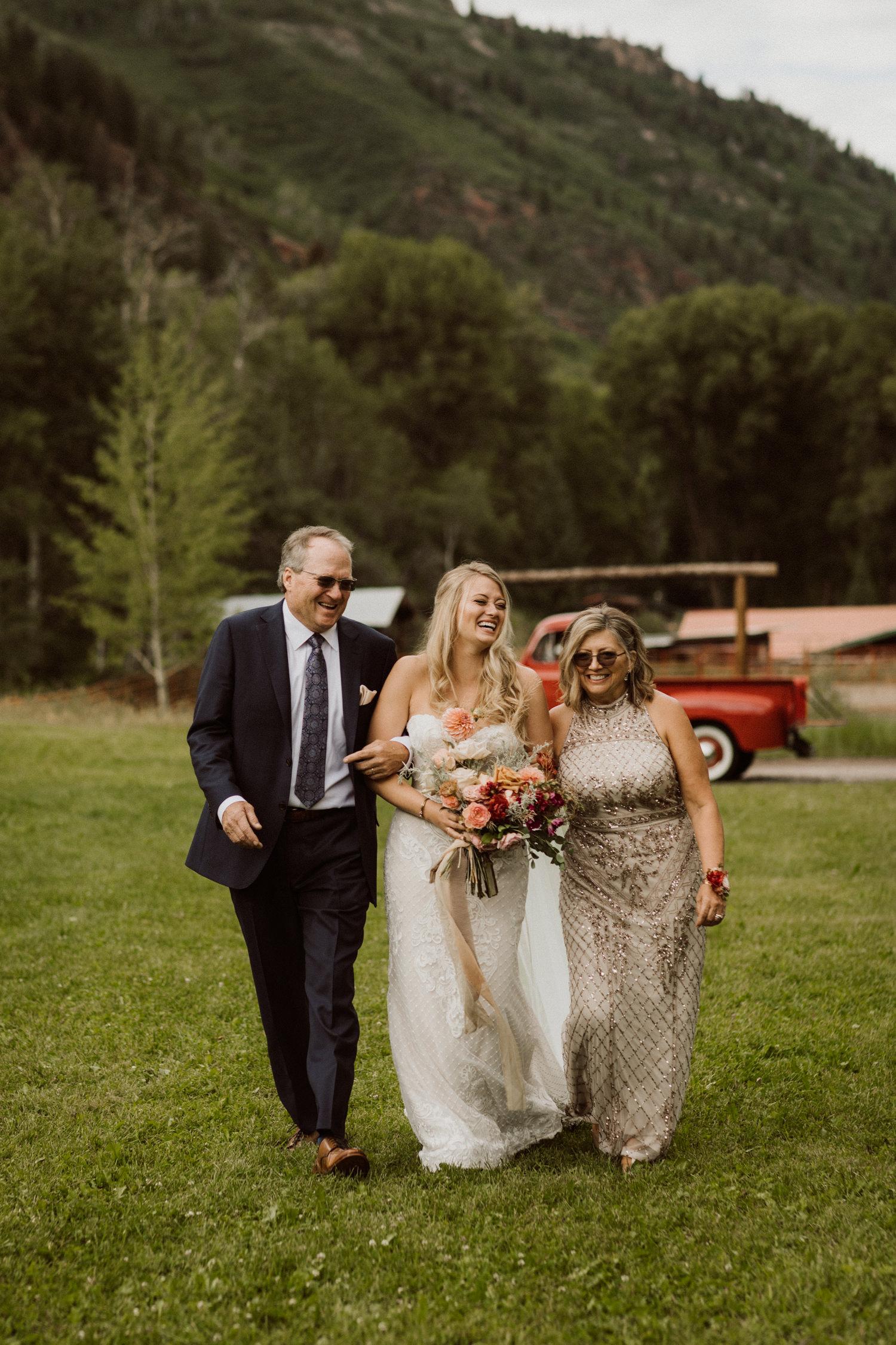 11_bohemian-wedding-in-aspen-colorado-14.jpg