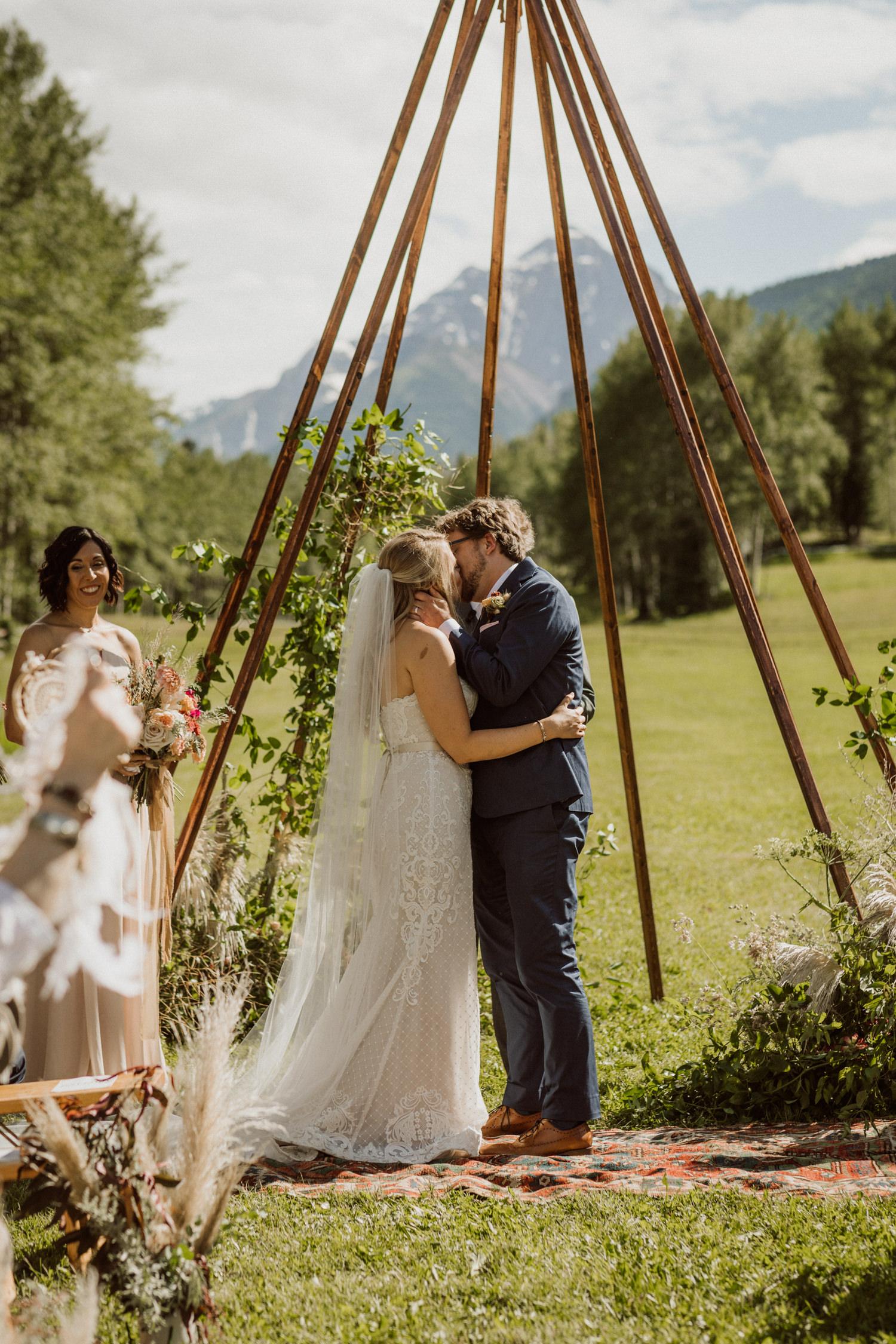 13_bohemian-wedding-in-aspen-colorado-16.jpg