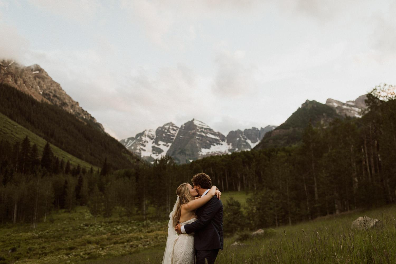 19_bohemian-wedding-in-aspen-colorado-23.jpg
