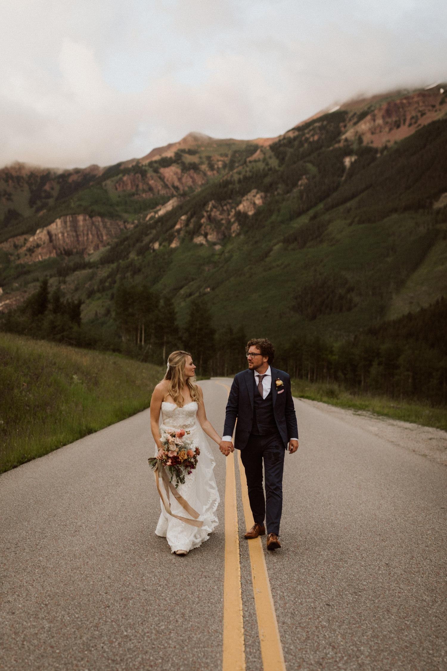 18_bohemian-wedding-in-aspen-colorado-22.jpg