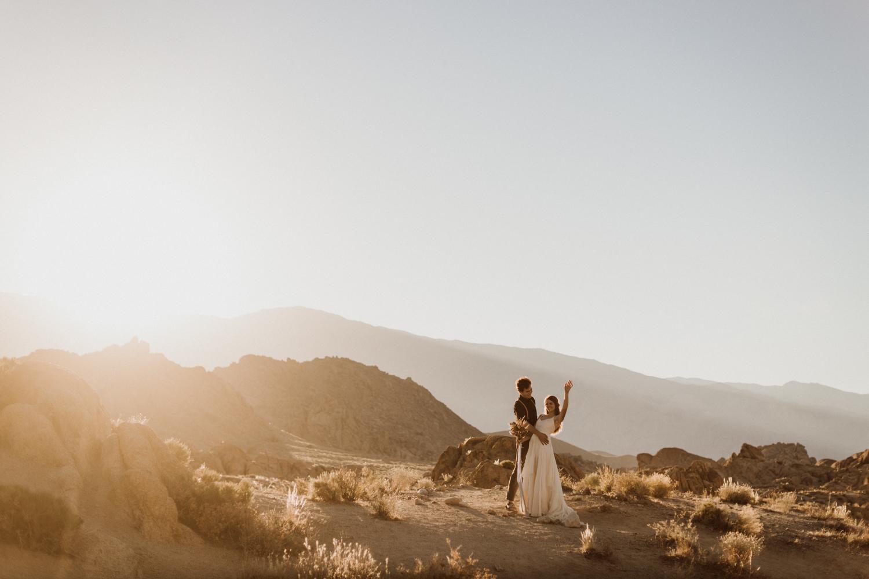 26_photos_desert_elopement_california.jpg