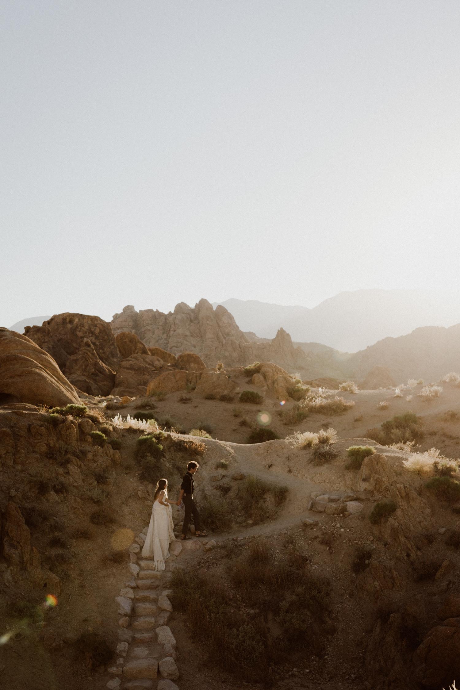 27_photos_desert_elopement_california.jpg
