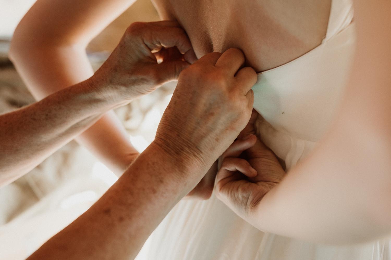 38_bride_getting_ready.jpg