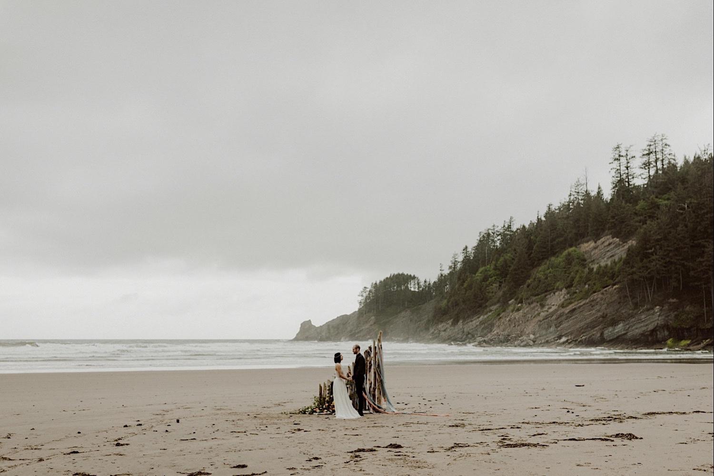 24_cedarandpines-short-sands-193_Wedding_Planner_SlowCult_PNW.jpg