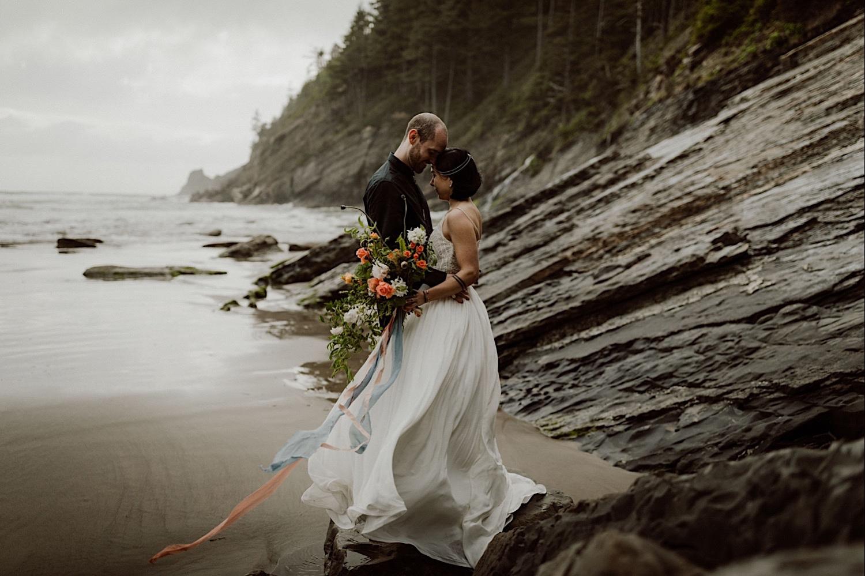 31_cedarandpines-short-sands-69_Oregon_Photographer_dream_Elopement.jpg