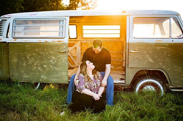 I'm so bad about posting, but you guys!!!!!! This couple 😍 this sunset ❤️ and this VW bus and gorgeous landddd😍😍😍😍😍 You can rent this land for sessions! Hop over to @armadillohillsavoytexas they have SO much amazing stuff!!!