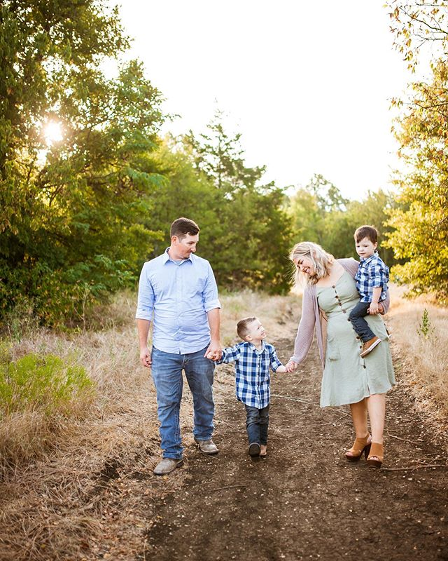 I had such a busy weekend, starting with this amazing sunrise session on Saturday!!! Let me tell you, those two boys were such fun and so sweet, I don't know anyone who loves driving an hour to take photos at 7 am and they did great!!
