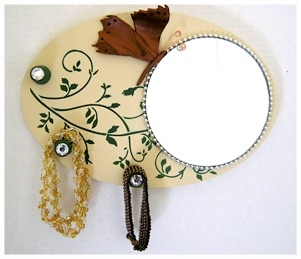MIRRORED JEWELRY HANGER.jpg