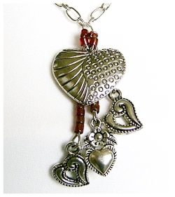 Dangling hearts necklace.jpg