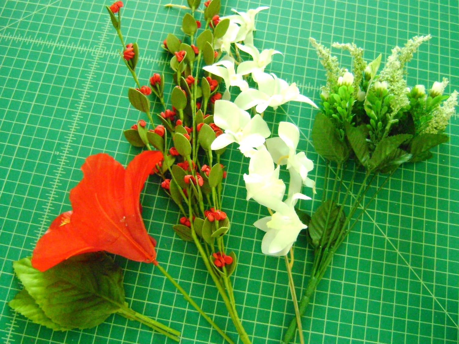 step 2 - Use 3 or 4 different kinds of flowers and sprays mixing sizes and colors. Cut the stems to about one inch long.