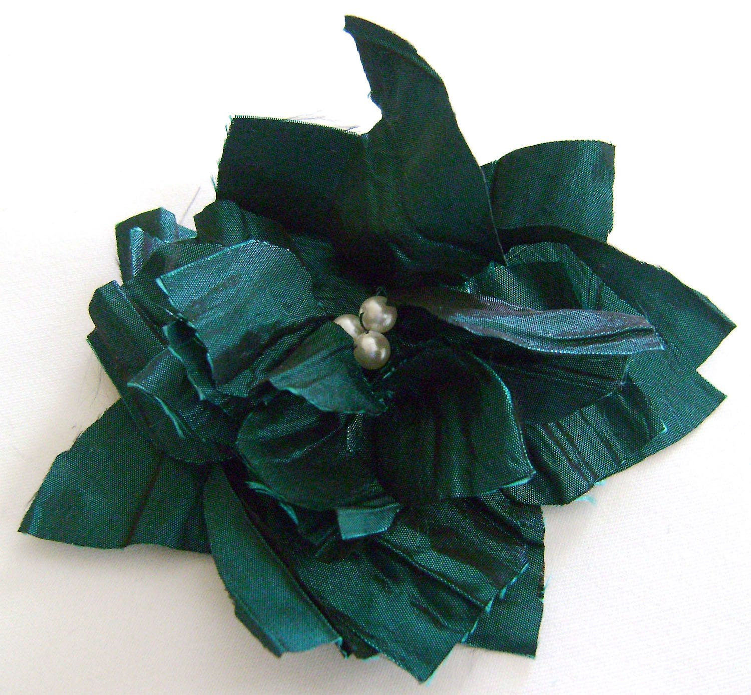 Crinkled taffeta with pearl center.
