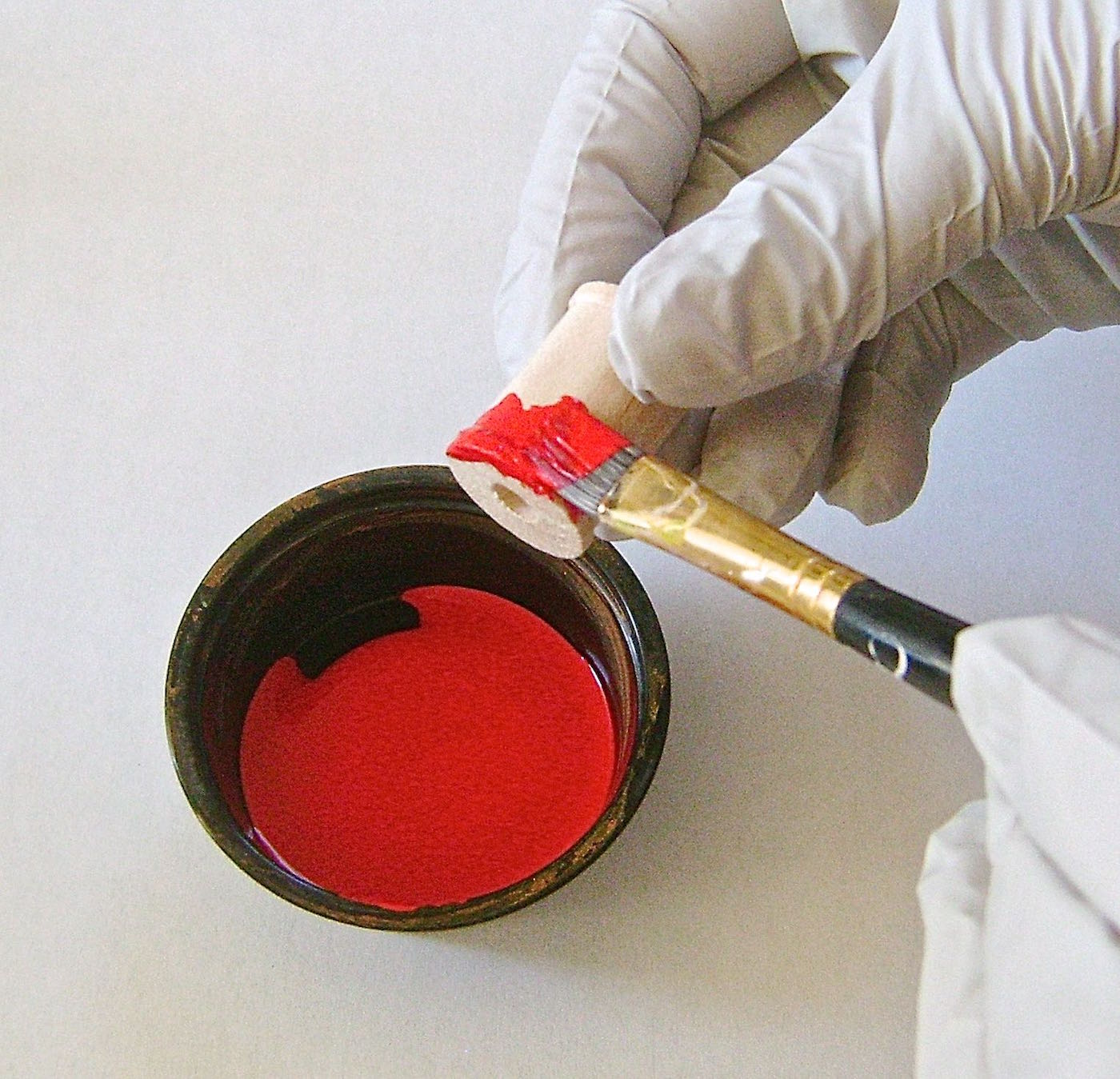 step 1 - Paint the tops and bottoms of the spools with red craft paint.