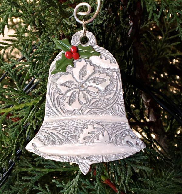 "ornament measures 3"""