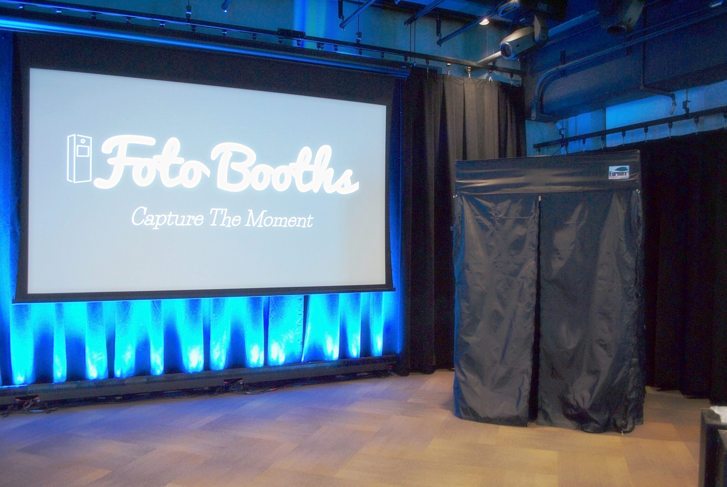 5x5 Enclosed Black Foto Booth