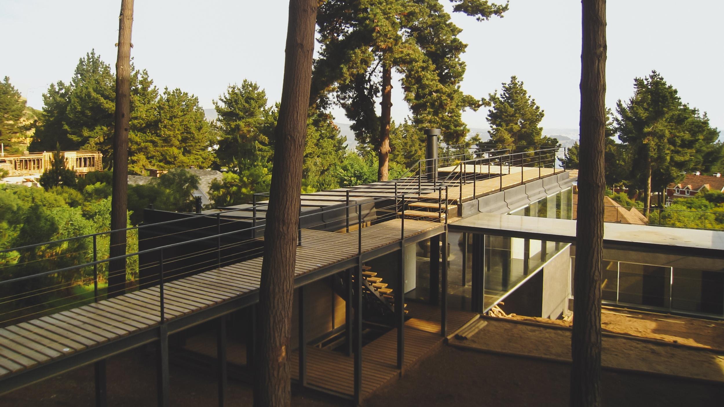 - Diseñamos y construimos casas y proyectos particulares