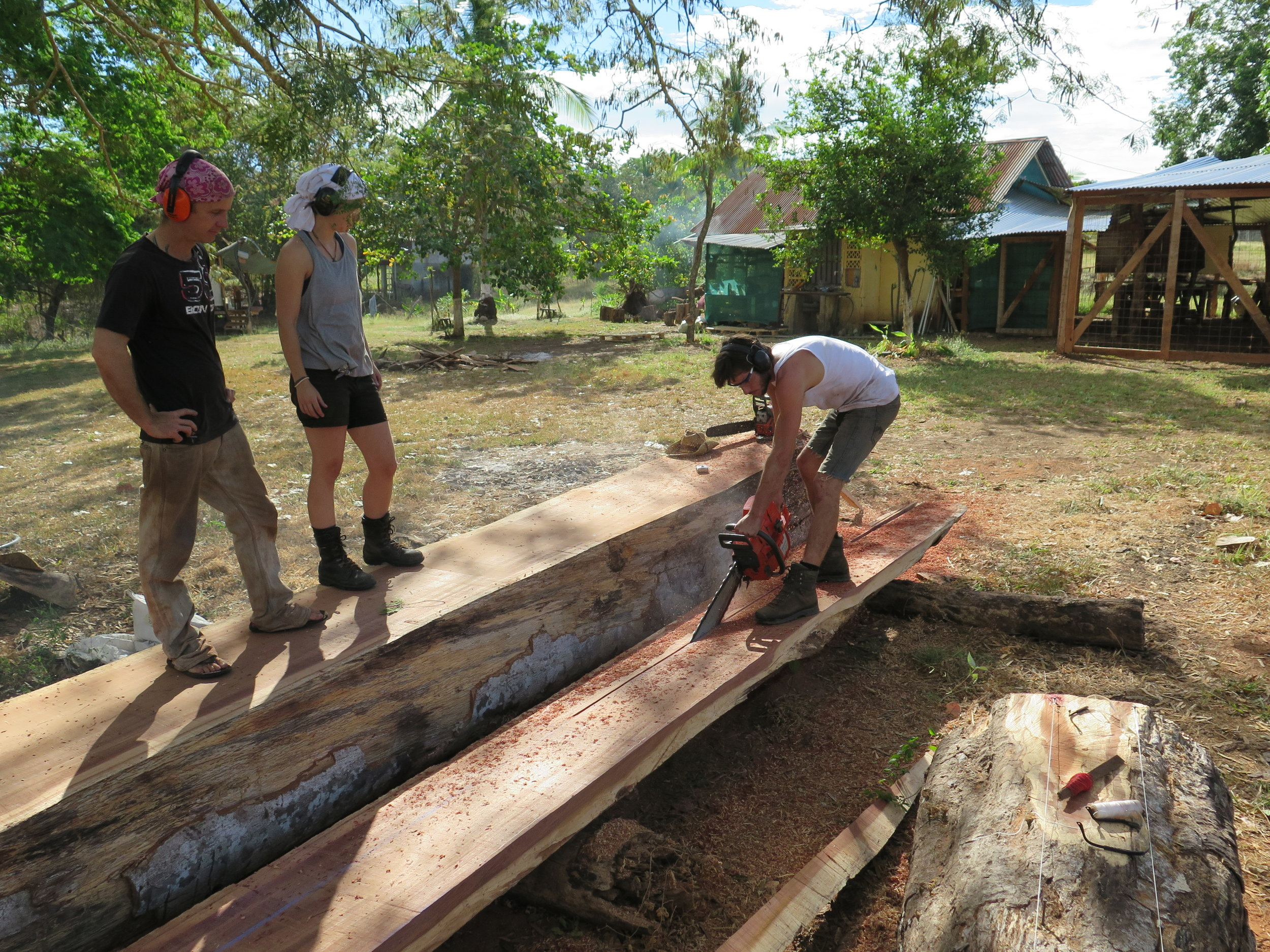 Location: Cocoroca, Punta Morales. Shipyard.  Lesson on how to cut a line with the big chainsaw.  People: Lynx, Iris & Melle