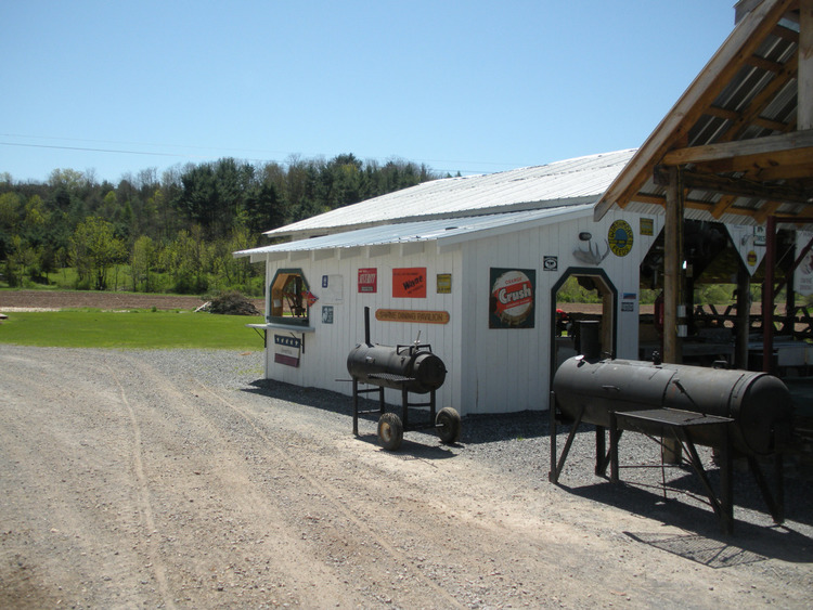 morkaut's+black+angus+lodge+bed+and+breakfast+swine+dining+pavilion+kitchen+bbq.jpg