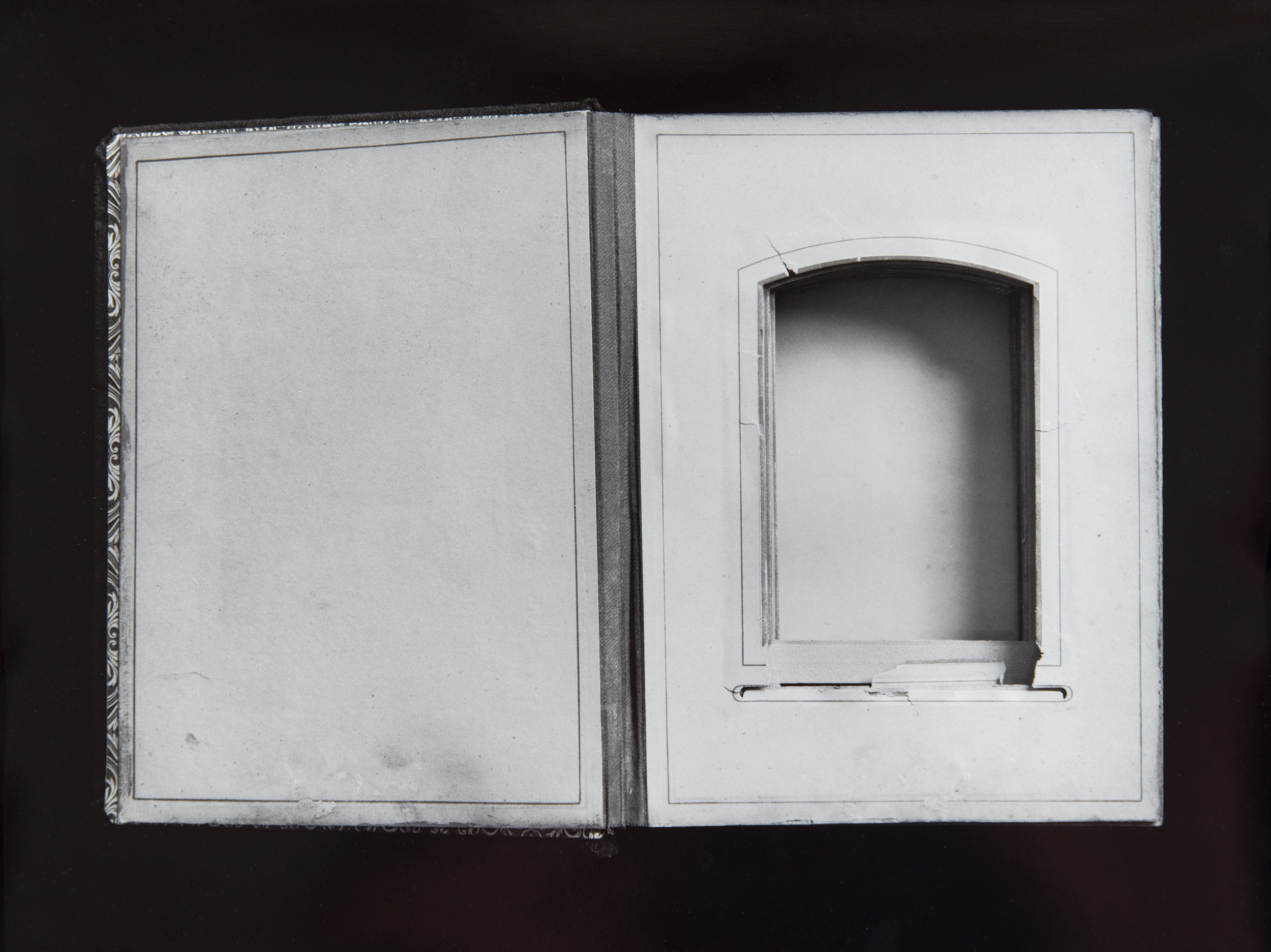 10-EmptyAlbum.jpg