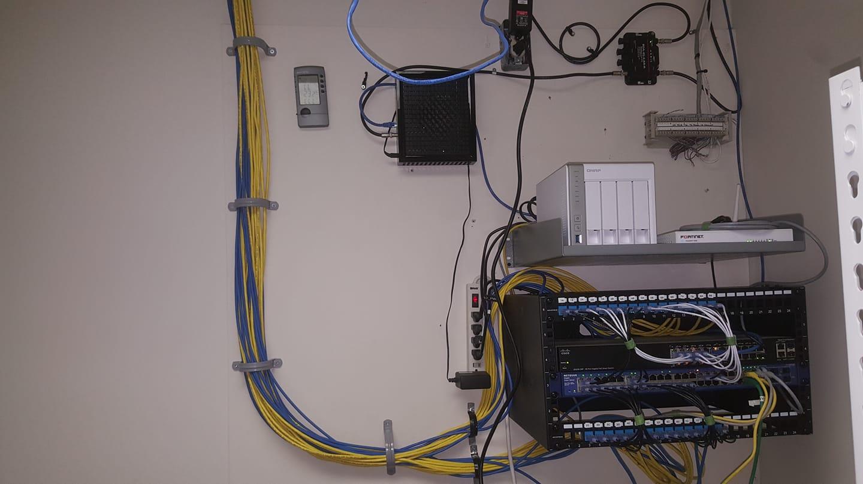 data rack.jpg