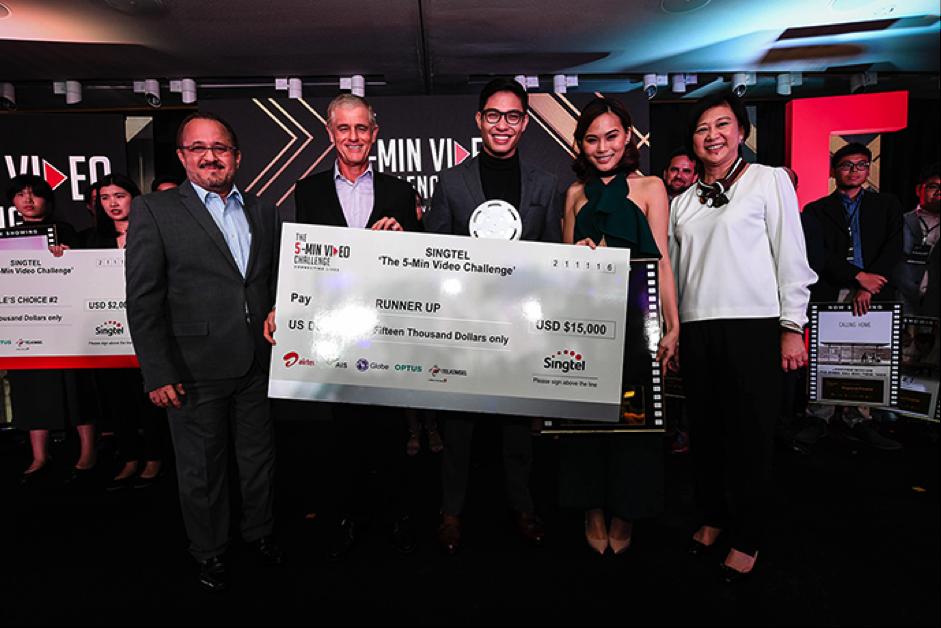 (From left): Mr Alberto de Larrazabal, CCO of Globe; Mr Simon Israel, Chairman of Singtel; Miguel Sotto; Jaz Reyes; and Ms Chua Sock Koong, GCEO of Singtel.