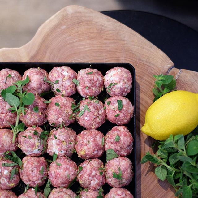 Loving these beautiful autumn days and changing up the menu... ☀️ 🍂 Fresh in store today are these delish lamb and feta meatballs for an easy mid week meal!