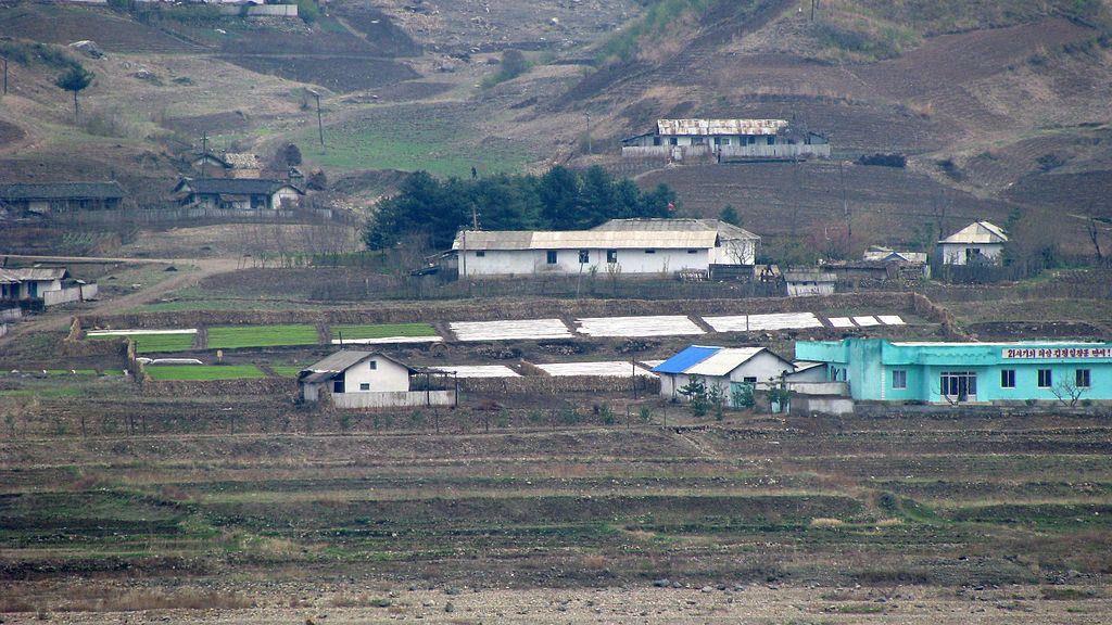Small_village_in_North_Korea.jpg